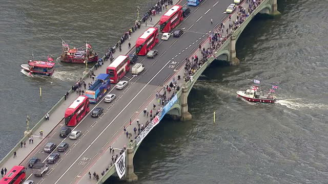 aerial views of vote leave campaign boats on the river thames and in campaign boats circling around them on june 15 2016 in london united kingdom the... - 2016 european union referendum stock videos and b-roll footage