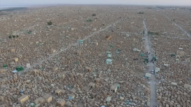 aerial views over the wadi alsalaam cemetery the largest in the world in najaf iraq - najaf stock-videos und b-roll-filmmaterial