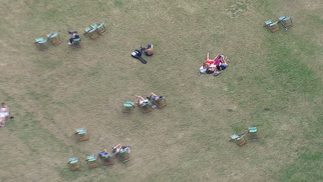 london aerial views people sunbathing in hyde park - ロンドン ハイドパーク点の映像素材/bロール