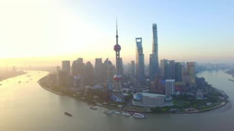 vídeos y material grabado en eventos de stock de vista aérea, horizonte, río de huangpu de shanghai - shanghái