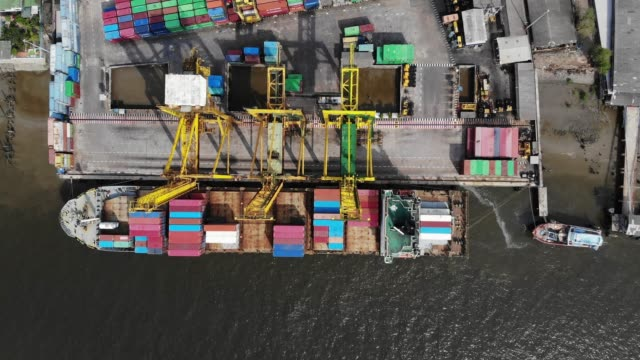aerial view/the harbor stopped working and the containers remained in the harbor. because the outbreak of the covid-19 has made the economy worse. - economy stock videos & royalty-free footage