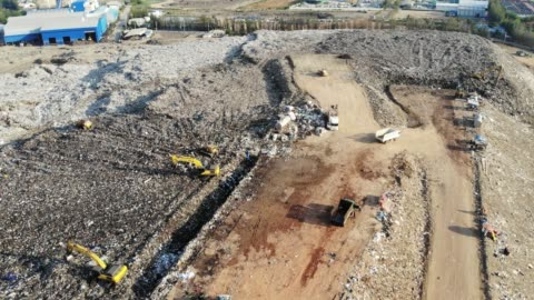 vídeos y material grabado en eventos de stock de aerial view/waste pits, which are places to receive waste from the city to enter the disposal and sorting for recycling. - aluminio
