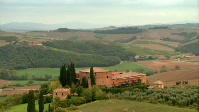 aerial villa in tuscan countryside / italy - tuscany stock videos & royalty-free footage