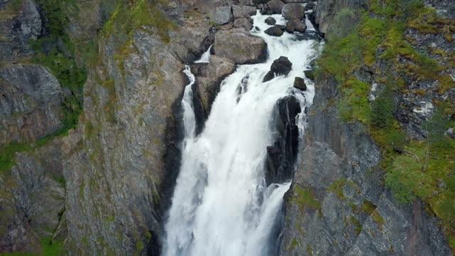 aerial / vøringfossen waterfall, norway - 滝点の映像素材/bロール