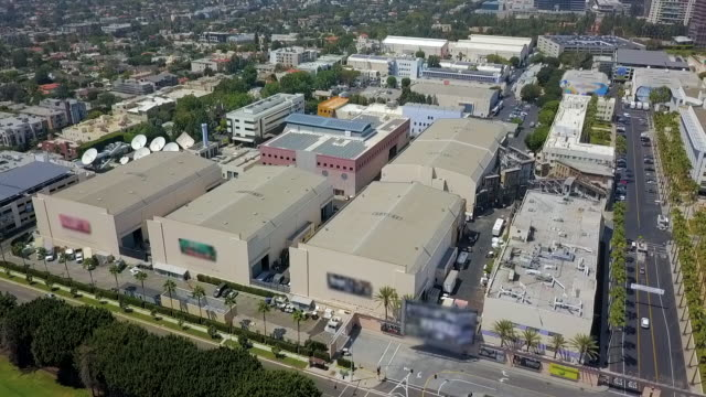aerial: warehouses in the city - ヤシ点の映像素材/bロール