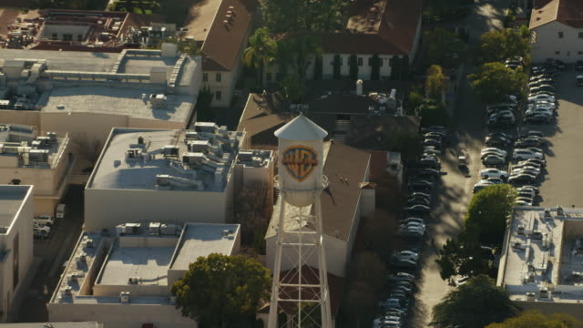 aerial warner bros film studio burbank los angeles - burbank stock-videos und b-roll-filmmaterial
