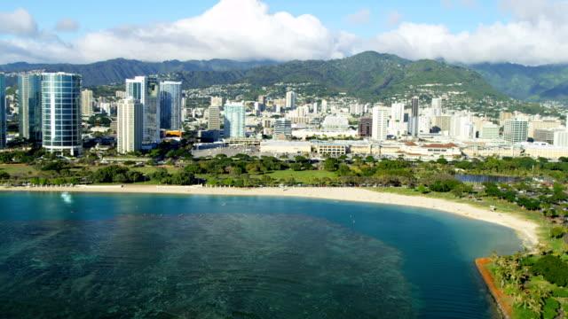 aerial waterfront view beachfront hotels condominiums waikiki hawaii - hawaii inselgruppe stock-videos und b-roll-filmmaterial