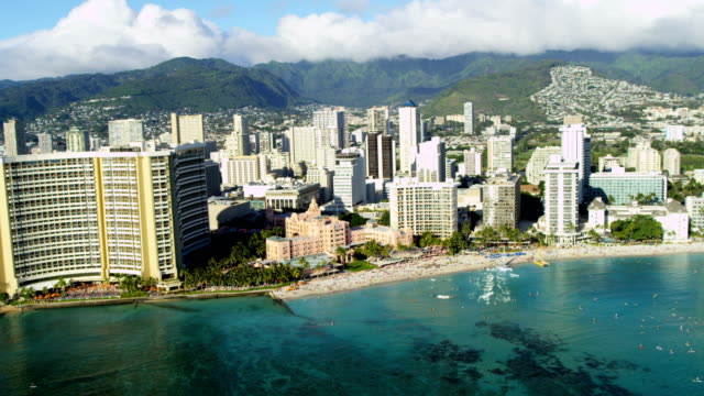aerial waterfront view beachfront hotels condominiums waikiki hawaii - hawaii inselgruppe stock-videos und b-roll-filmmaterial