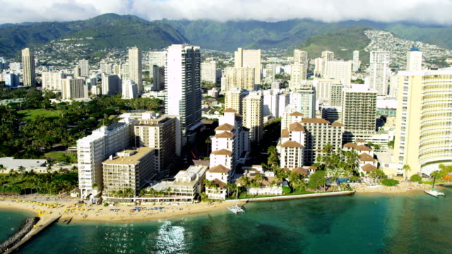 aerial waterfront view of waikiki beach hotels hawaii - hawaii inselgruppe stock-videos und b-roll-filmmaterial