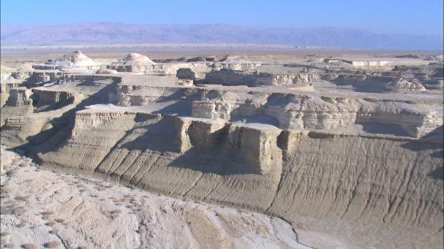 vidéos et rushes de aerial waterway through the judea desert; probably river jordan, israel - valley