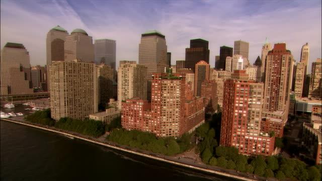 vídeos de stock, filmes e b-roll de aerial west side of lower manhattan/ new york city - distrito financeiro de manhattan