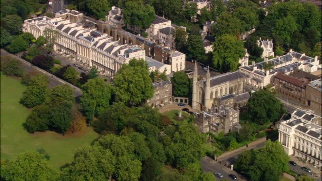 vídeos de stock, filmes e b-roll de aerial wide shot danish church and terrace on east side of regents park / london, england - parque regents