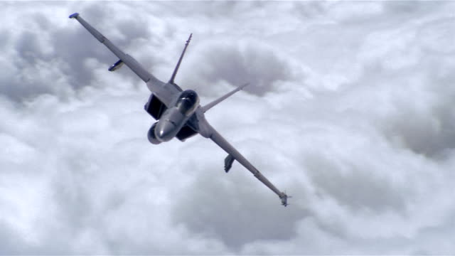 stockvideo's en b-roll-footage met aerial wide shot f/a-18 super hornet flying over clouds / manoeuvering back and forth / california - amerikaanse zeemacht
