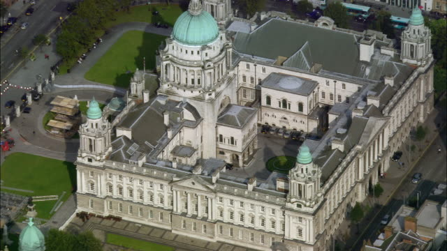 aerial wide shot pan belfast city hall/ zoom out greater belfast/ northern ireland - river lagan stock videos & royalty-free footage