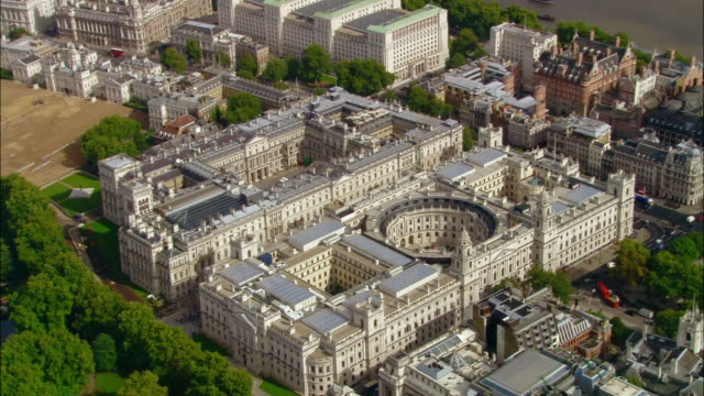 aerial wide shot pan foreign office and treasury buildings / london, england - finanzministerium stock-videos und b-roll-filmmaterial