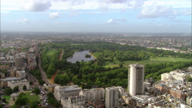 aerial wide shot pan hyde park and serpentine lake surrounded by cityscape / london, england - hyde park london stock videos & royalty-free footage