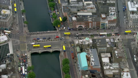 aerial wide shot pan traffic passing over o'connell bridge and river liffey/ dublin, ireland - public transport stock videos & royalty-free footage