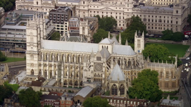 stockvideo's en b-roll-footage met aerial wide shot pan westminster abbey / london, england - westminster abbey