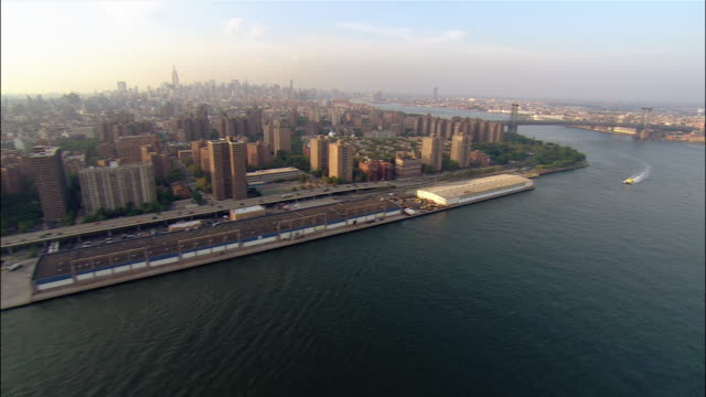 aerial wide shot uptown on east river over manhattan and williamsburg bridges/ new york city, new york - williamsburg bridge stock videos and b-roll footage
