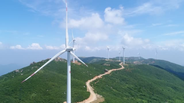 vídeos y material grabado en eventos de stock de generación de energía eólica aérea - grupo mediano de objetos