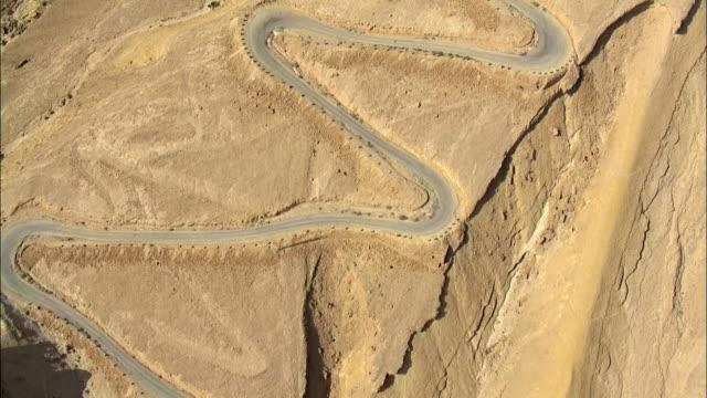 aerial winding road in desert, negev, israel - naher und mittlerer osten stock-videos und b-roll-filmmaterial