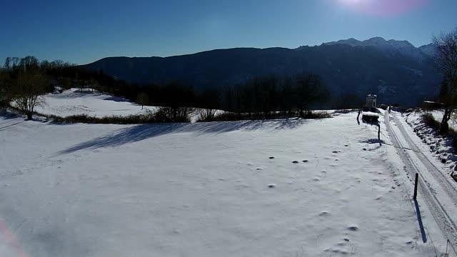 空から見た冬の上の雪の旅 - winter点の映像素材/bロール