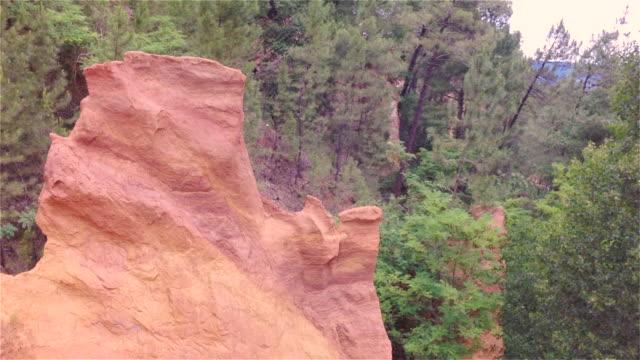 vidéos et rushes de aerial w/s ochre rocks of roussillon - jaune