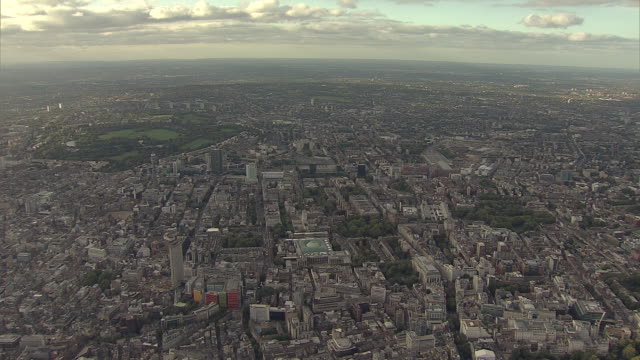 vídeos de stock e filmes b-roll de aerial w/s west end of london looking north - bt tower londres