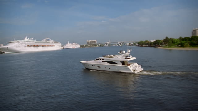 aerial yacht traveling over ocean with cruise ship in background / fort lauderdale, florida - motorboot stock-videos und b-roll-filmmaterial