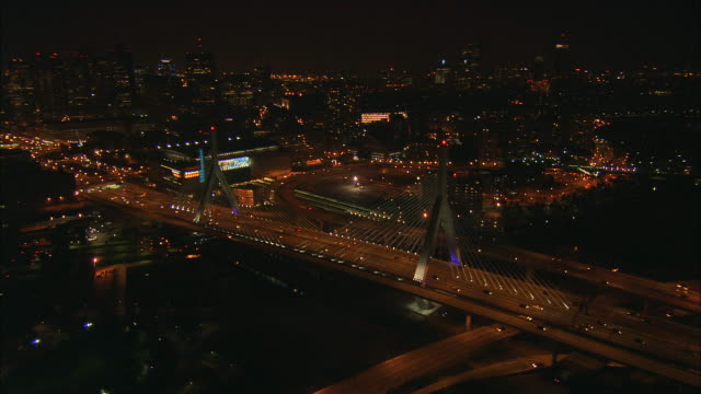 aerial ws zakim-bunker hill bridge, boston garden, and surrounding downtown buildings / boston, massachusetts, usa - ザキム・バンカーヒル橋点の映像素材/bロール
