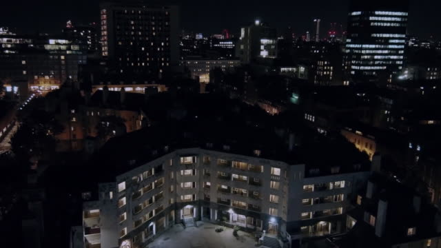 aerial zoom in on a council estate in london - 公営アパート点の映像素材/bロール