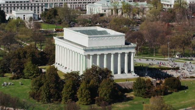 aerial zoom in on lincoln memorial sunny day in the fall, dc - lincoln memorial stock videos & royalty-free footage
