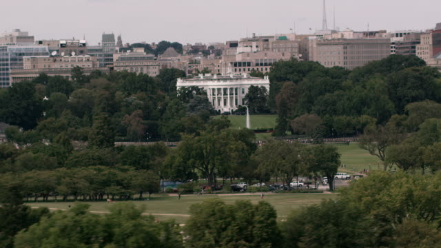aerial zoom in on the white house from wide shot of dc daytime - monument stock videos & royalty-free footage