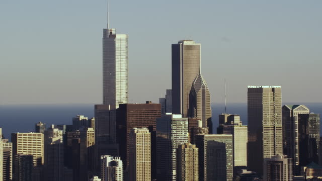 aerial zoom in shot of chicago skyline middle of day - two prudential plaza stock videos & royalty-free footage