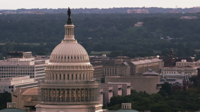 aerial zoom out on united states capitol building, washington d.c. - washington monument washington dc stock videos & royalty-free footage