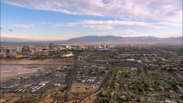 aerial zoom out skyline/ pan traffic, cityscape, and airport/ las vegas - 2006点の映像素材/bロール