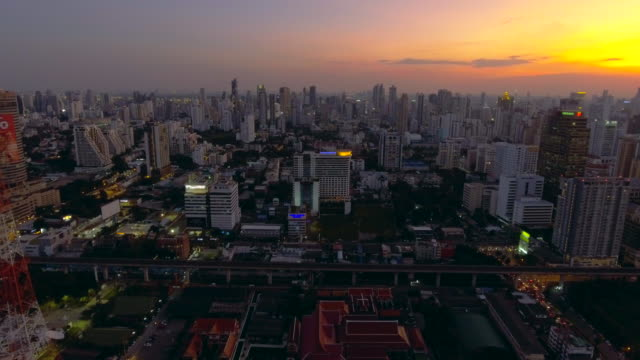 antenne: bangkok bei nacht - century city stock-videos und b-roll-filmmaterial