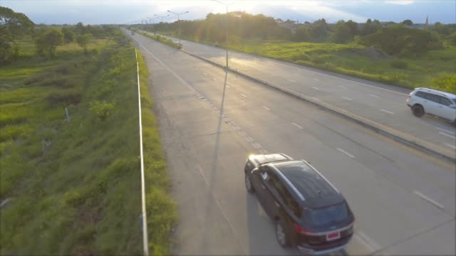 stockvideo's en b-roll-footage met antenne: zwart suv langs de weg - sports utility vehicle