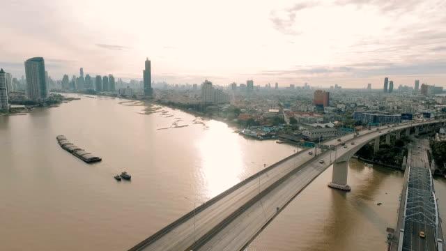 バンコクの航空: シティー ビュー - チャオプラヤ川点の映像素材/bロール