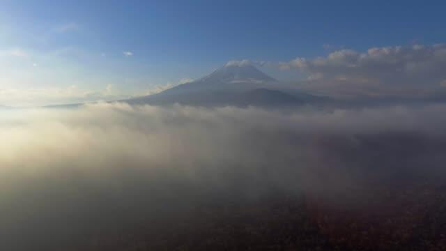 航空写真:富士山の中 - ズームイン点の映像素材/bロール