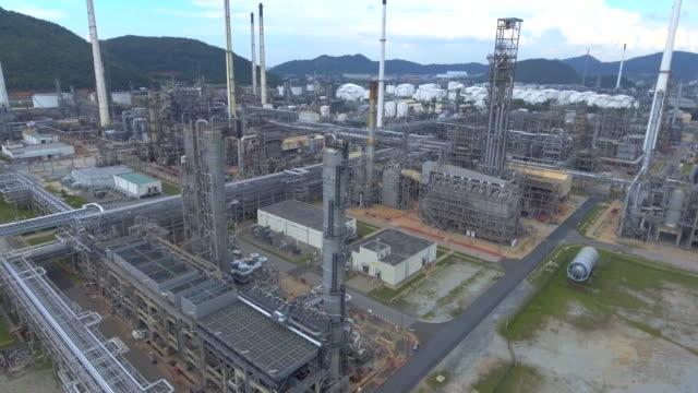 Antenne: Öl-Raffinerie-Anlagen mit tanker