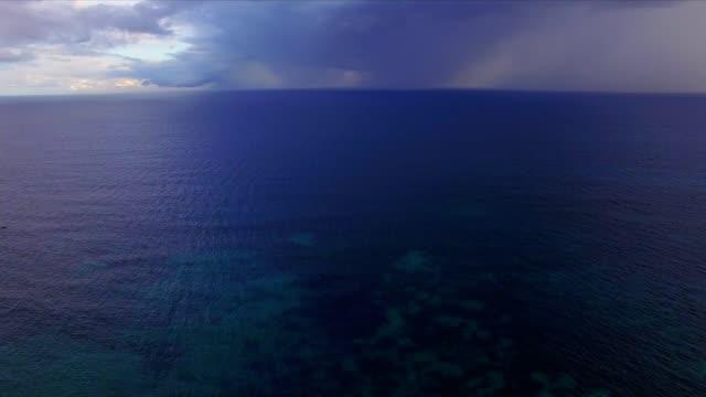 Antenne: reef in de Oceaan op Praslin Island, Seychellen