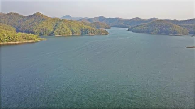 vidéos et rushes de antenne: route - lac powell