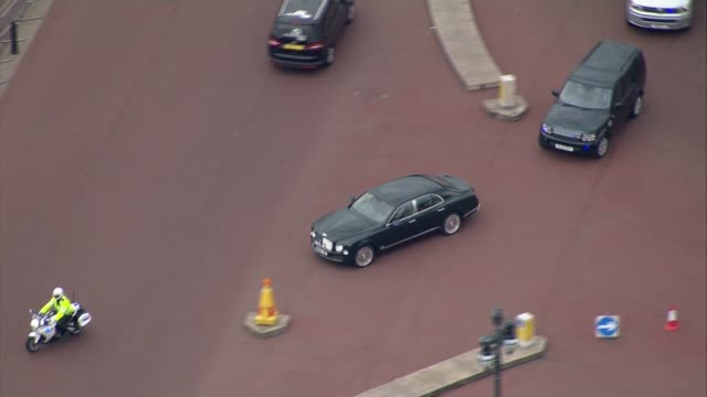 aerials david cameron travelling from houses of parliament to downing street england london air view buckingham palace with motorcade along into... - motorcade stock videos & royalty-free footage