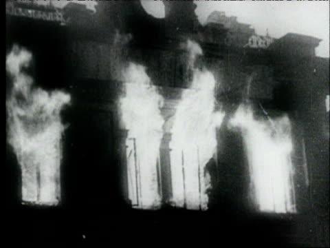 aerials of burning stalingrad after nazi attack / burning buildings smoke / man carrying damaged cello from burnedout building / survivors walking... - nordeuropäischer abstammung stock-videos und b-roll-filmmaterial