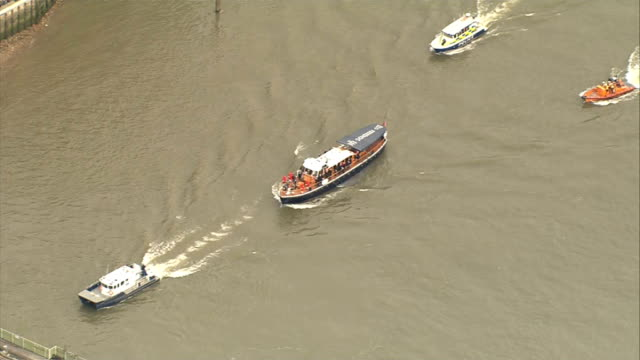 aerials of churchill funeral memorial procession on the havengore boat aerial under london bridge / people looking over the millennium bridge as boat... - lambeth stock-videos und b-roll-filmmaterial
