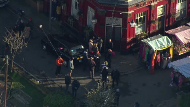 vidéos et rushes de aerials of current old eastenders tv set showing albert square - eastenders