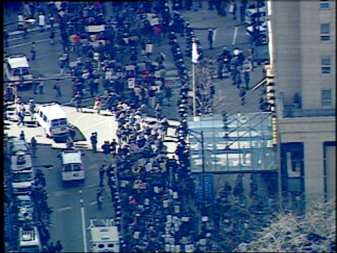 wgn aerials of hundreds of antiwar protesters on march 20 2004 in chicago illinois - 2001年~ アフガニスタン紛争点の映像素材/bロール