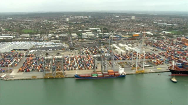 aerials of southampton port and hoegh osaka container ship; england: hampshire: the solent: aerials / air view rows of parked cars at port of... - 英国ハンプシャー点の映像素材/bロール