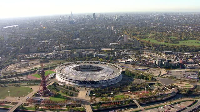 aerials of the london stadium highlighting west ham united signage in the queen elizabeth olympic park in stratford london includes ground shots of... - ウェストハム・ユナイテッドfc点の映像素材/bロール